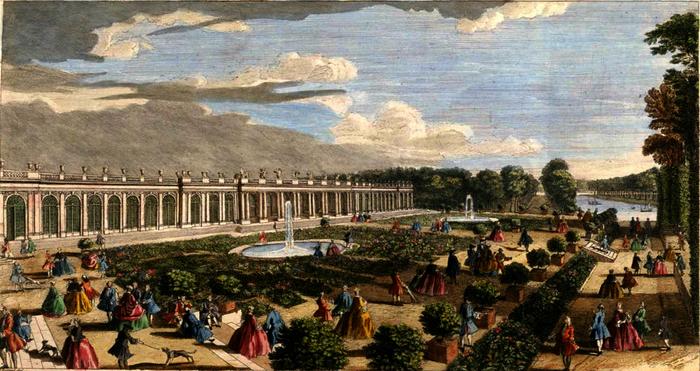 Versailles. Le château de Trianon vu du côté des jardins.