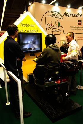Le scooter virtuel sur le stand MAIF au Salon de l'éducation 2006